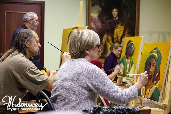 Ученики рисуют портрет маслом